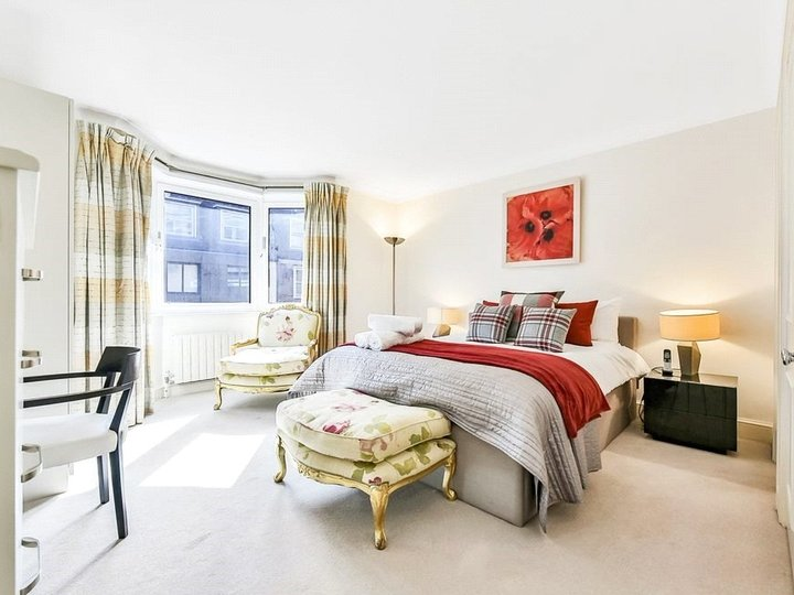 2 bedroom apartment to rent Brook's Mews, Marble Arch, London, W1K slide3
