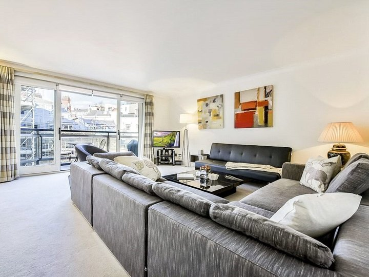 2 bedroom apartment to rent Brook's Mews, Marble Arch, London, W1K slide1